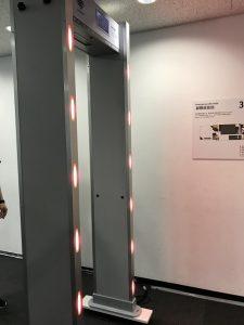 ウォークスルー型体表温度感知機