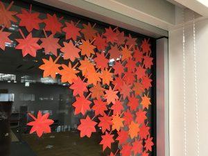 千葉市子ども交流館 窓辺の装飾
