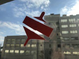 千葉市子ども交流館 窓辺の装飾「駒」