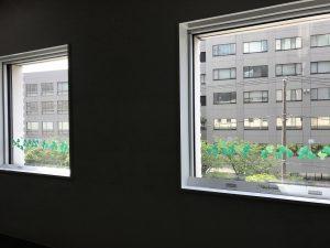 窓辺シリーズ「シロツメクサとツバメ」