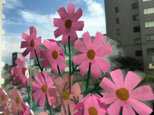 ロビー窓辺の装飾「コスモス」